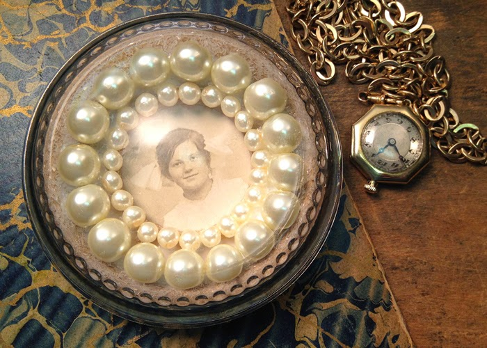 Framing a Photo in a Paperweight: Pearls & Glitter